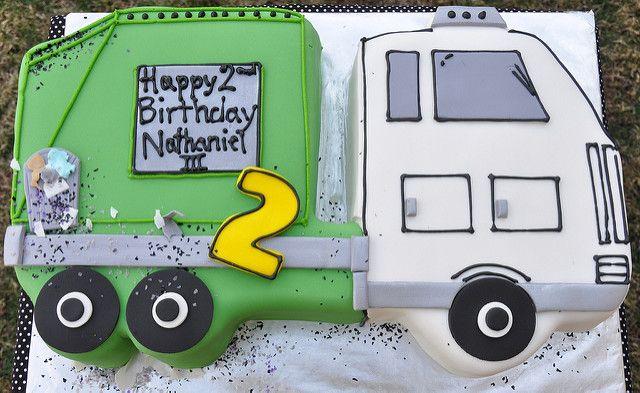 Garbage Truck Cake cakepins.com