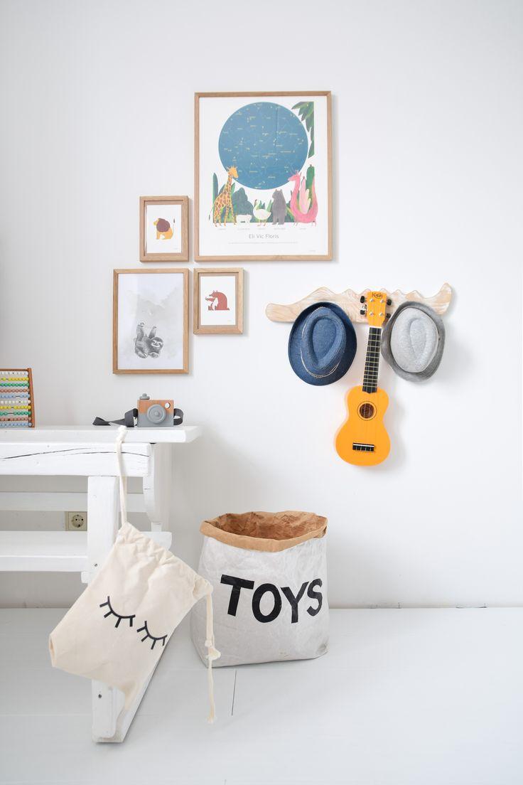 Perfect spot for posters and a ukelele... #peuter #slaapkamer #binnenkijker #ukelele #mrstarskyamsterdam #tellkiddo #posters #kidsroom