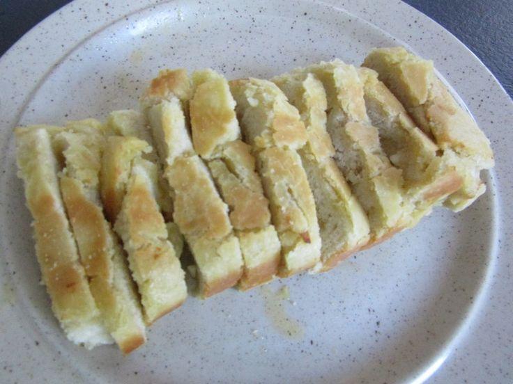 En résumé Prendre une recette de pain et le précuire Le garnir de beurre et d'ail Poursuivre la cuissonEn détail Préchauffer le four à 60° Sortir le beurre du frigo Dans le bol muni du couteau à pétrir 140 ml d'eau 6 g de levure sèche de boulanger (ou...