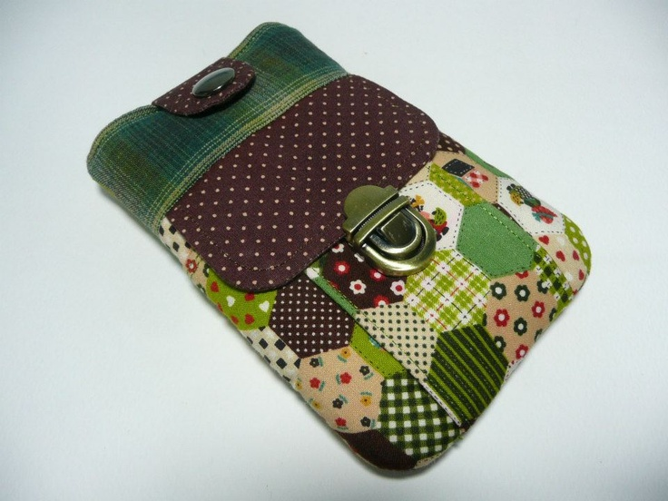 Smartphone Case with thumb catch closure ...