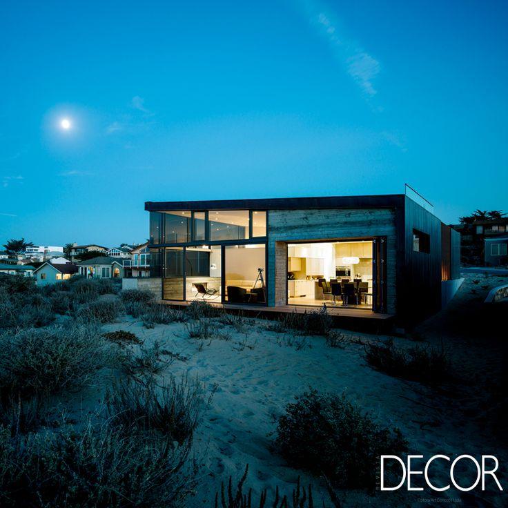 À beira mar na Baía de Monterey, Califórnia, Beach House proporciona um equilíbrio perfeito entre uma arquitetura arejada e privativa. Em harmonia com o entorno, a morada destaca materiais naturais, principalmente, a madeira em uma estrutura plana e fluída.