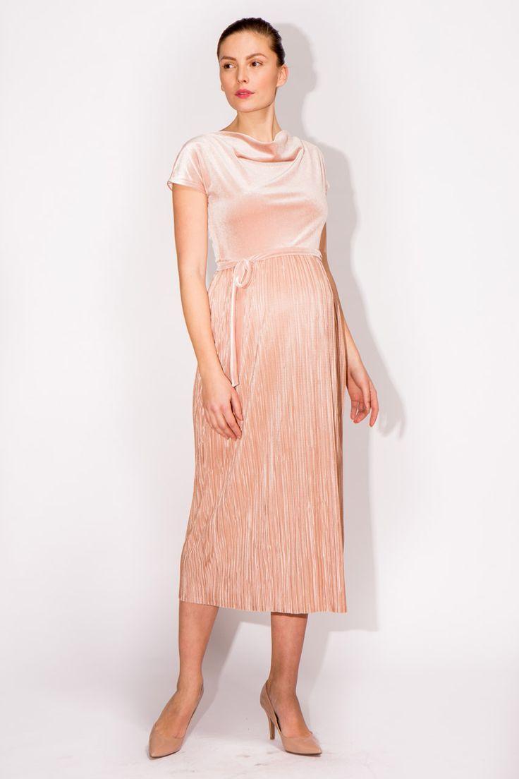 Midi Umstandskleid mit Oberteil aus Samt und Plisseerock. Das Kleid hat einen Wasserfallausschnitt, kurze Ärmel und wird an der Empire-Linie mit einem Samtgürtel in gleicher Farbe betont. Aus unserer Luxe Line: edle Stoffe, exklusive...