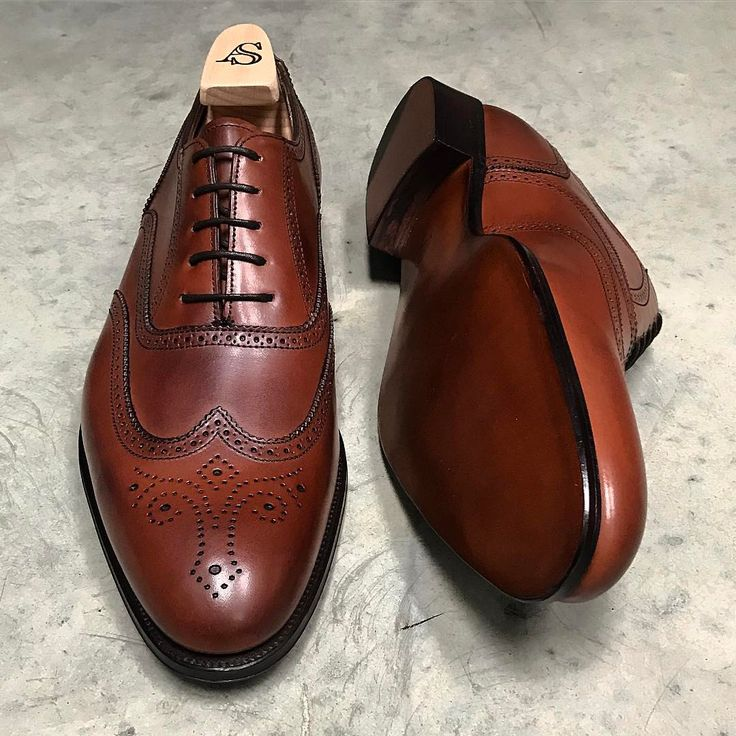"""740 Likes, 4 Comments - www.afinepairofshoes.co.uk (@afinepairofshoes) on Instagram: """"Hunt wingtip brogue in Mahogany calf by Alfred Sargent #alfredsargent #hunt #wingtip #brogue…"""""""