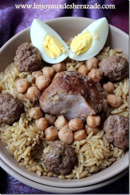 Je vous propose la recette d'un savoureux plat algérien Tlitli, تليتلي ,sauce blanche, il est précisément de l'est de l'Algérie. Un plat à base de viande bl