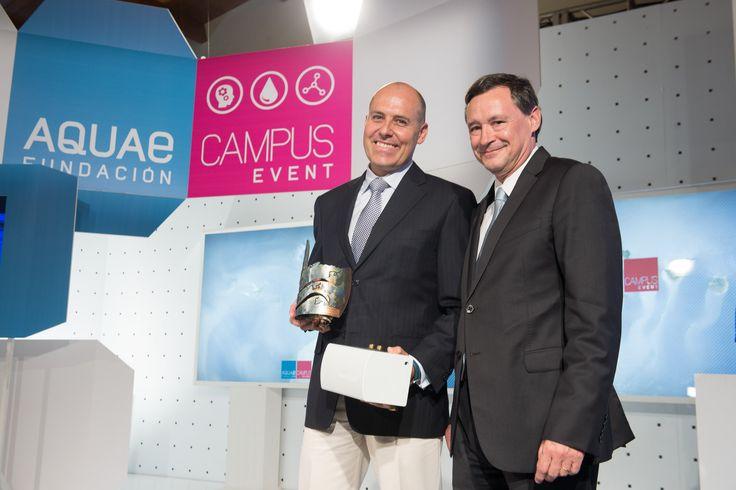 Ángel Simón, Presidente de AGBAR entrega el premio AQUAE a AquaReturn.