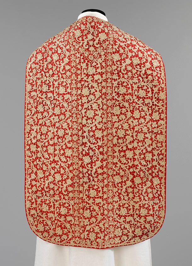 Chasuble, Venice, about 1670–95, linen needle lace mounted on silk. Museum no. 743-1870