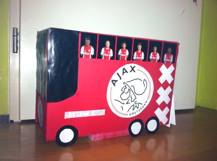 Ajax spelersbus als surprise