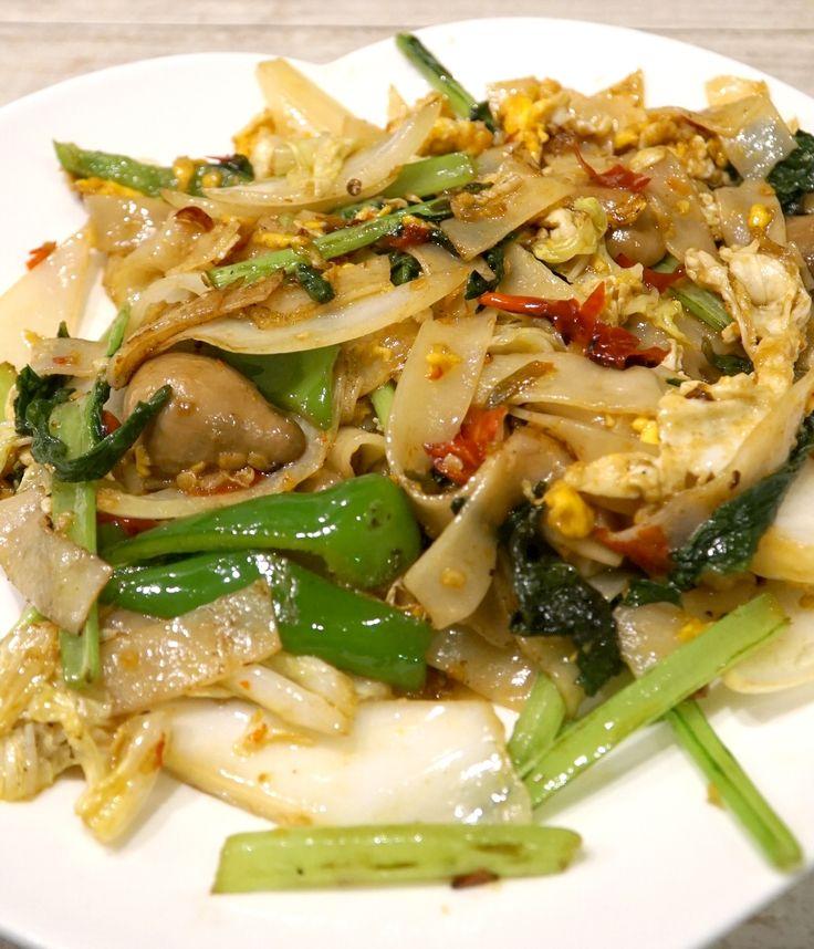 ผัดขี้เมา (Pad Kee Mao), Stir-fried flat noodles with hot chili. #Yellowmenace  #TookYangThai