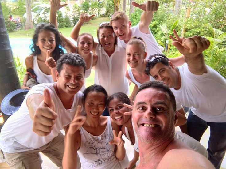Samui Salsa Family is having fun making a rueda video at International Rueda de Casino Multi Flashmob Day  . #rueda2017 #samuilatinfiesta #thailand #salsa #rueda #salsaflashmob #salsathailand #dancing #dancerlife #ilovedancing #danceislife #passion #latindancing #anngrapedancer #happypeople #salsasamui