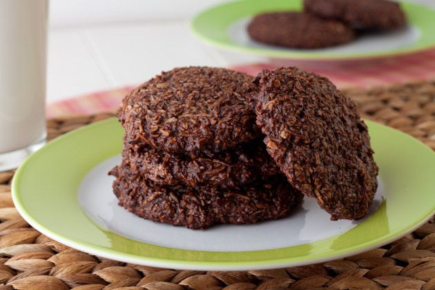 chewy chocolate coconut cookies. only 5 ingredients!: Fun Recipe, Ingredients Chewy, Chewy Chocolates, Yummy Food, 5 Ingredients, Chocolates Coconut Cookies, Allergies Free, Grains Free, Buttons Recipe