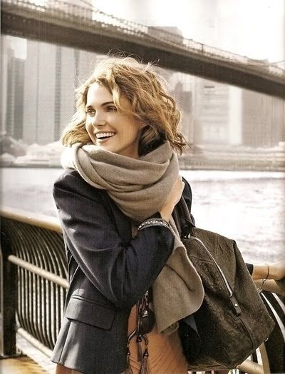 chunky taupe scarf.: Fashion, Hairs, Outfit, Big Scarves, Keri Russell, Fall, Styles, Scarfs, Big Scarf
