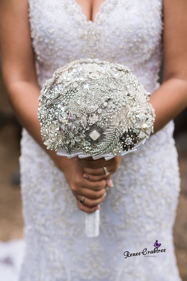 Bridal Brooch Bouquet tutorial.