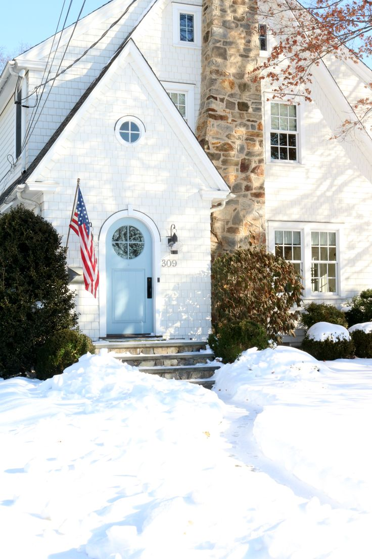 Home Tour this Charming 1920's New England Home #newenglandhomes #exteriors #smallspaceliving