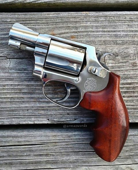 MΔΠUҒΔCTURΣR: Smith & Wesson