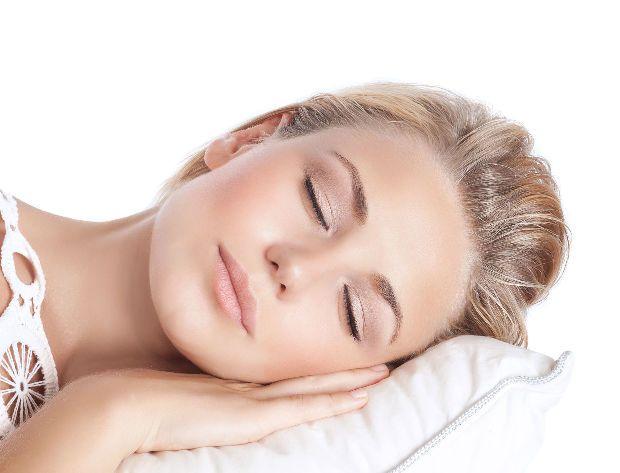 Valami csúcs, hogy a szódabikarbóna tényleg mindenre jó! Hihetetlen, de még a pihentető alvásban is segít. Mutatjuk, hogyan!