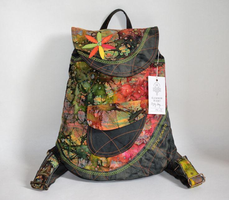 RIGBYbag+no.+33+Handmade+batoh+s+hanmade+khaki+batikou+v+kombinaci+s+červeno-zeleno-oranžovou+batikou+je+jako+stvořený+pro+podzim.+Khaki-batika+batůžek+je+ideálním+módní+doplňkem+určený+pro+volný+styl+a+Vaše+městské+pochůzky.+Uvnitř+batůžku+je+podšívka,+menší+uzavíratelná+kapsička+na+zip.+Celý+batůžek+lze+stáhnout+šnůrkou+a+uzavřít+na+knoflík+(který+je...