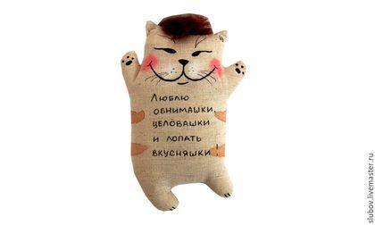 Купить или заказать Влюбленные коты. Сувенирная игрушка. в интернет-магазине на Ярмарке Мастеров. Хотите что-нибудь промурчать своей второй половинке что-нибудь, что вызовет улыбку? Котики с оригинальными надписями на животике вам в помощь. Они готовы дарить любовь и радовать влюбленных. Котики-это игрушка-валентинка на День всех влюбленных 14 февраля. А впрочем призноваться в любви можно не только на День Святого Валентина, но и 8 марта, 23 февраля, в день свадьбы, день рождения...