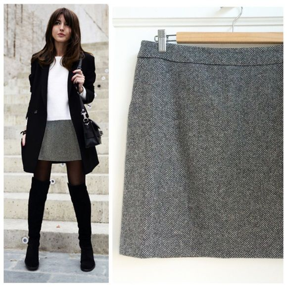 French Connection Tweed Mini Skirt French Connection 100% wool herringbone tweed mini skirt. Sharply tailored and lined to ensure it hangs smoothly with or without tights. Back zip and side slit pockets. Excellent condition. French Connection Skirts Mini