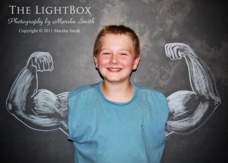Chalkboard Photos = Fantastic Idea ~ phototips.biz muscle man