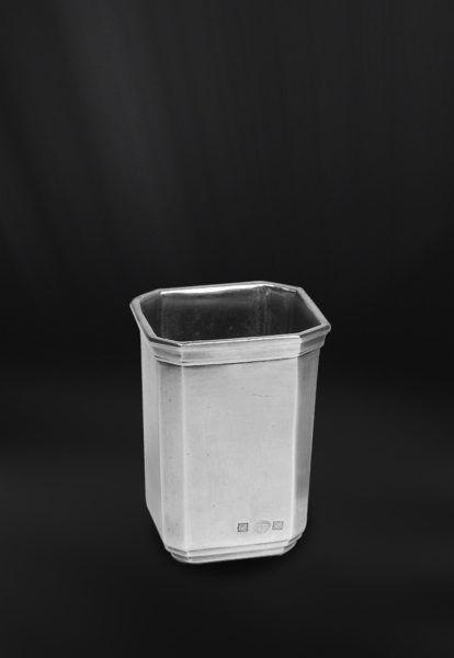 Pewter Toothbrush Cup - Length: 7 cm (2,7″) - Width: 7 cm (2,7″) - Height: 10 cm (3,9″) - #pewter #toothbrush #cup #peltro #bicchiere #porta #spazzolino #spazzolini #zinn #zahnputzbecher #étain #etain #tasse #brosse #dents #peltre #tinn #олово #оловянный #gifts #giftware #bath #bathroom #accessories #badaccessoires #accessori #bagno #home #housewares #homewares #decor #design #bottega #peltro #GT #italian #handmade #made #italy #artisans #craftsmanship #craftsman #primitive #vintage #antique