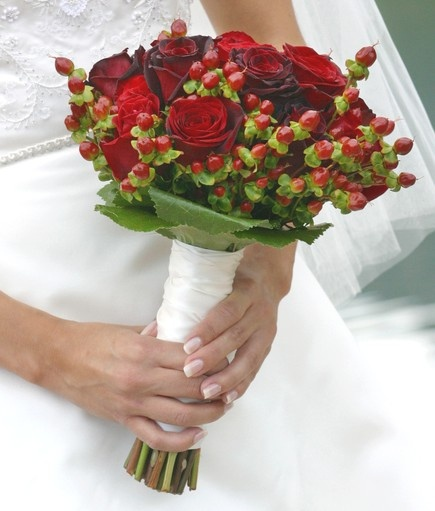 118 Best Christmas Wedding Bouquet Images On Pinterest