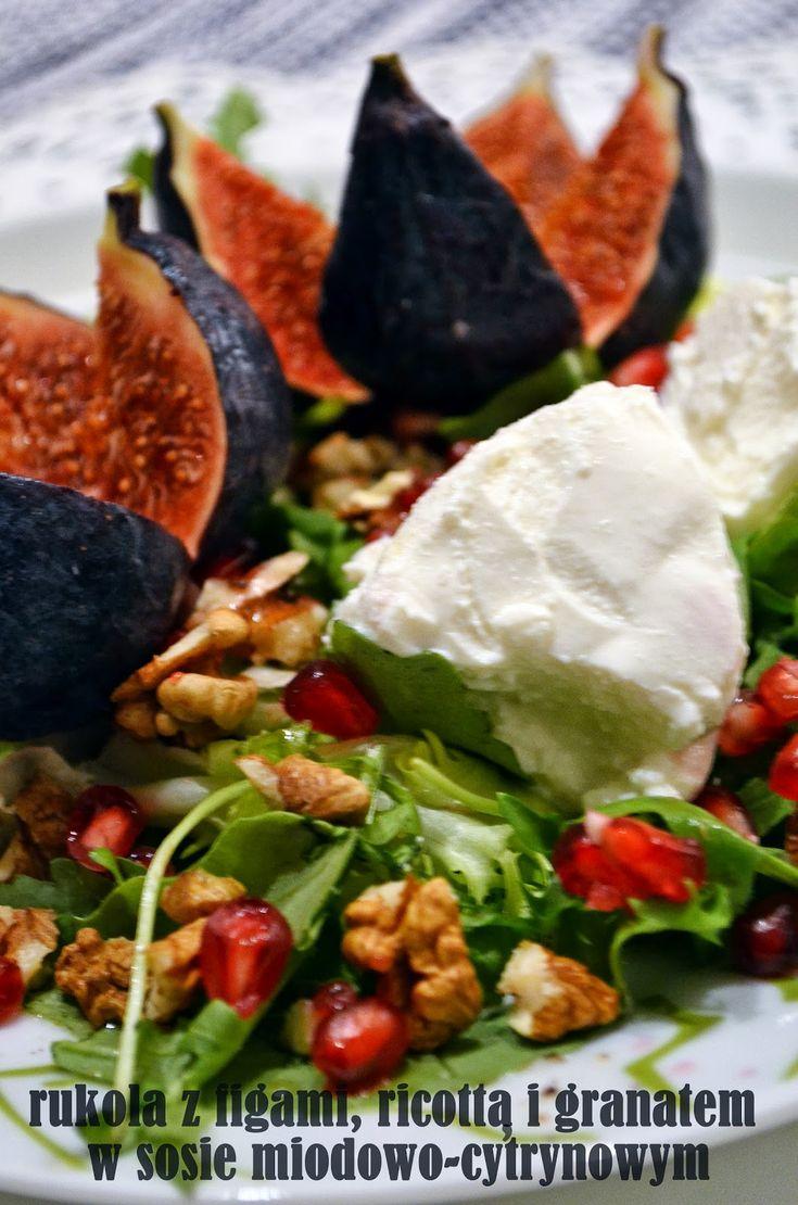 Taste me! Eat me!: Sałatka z figami, ricottą i granatem w sosie miodo...