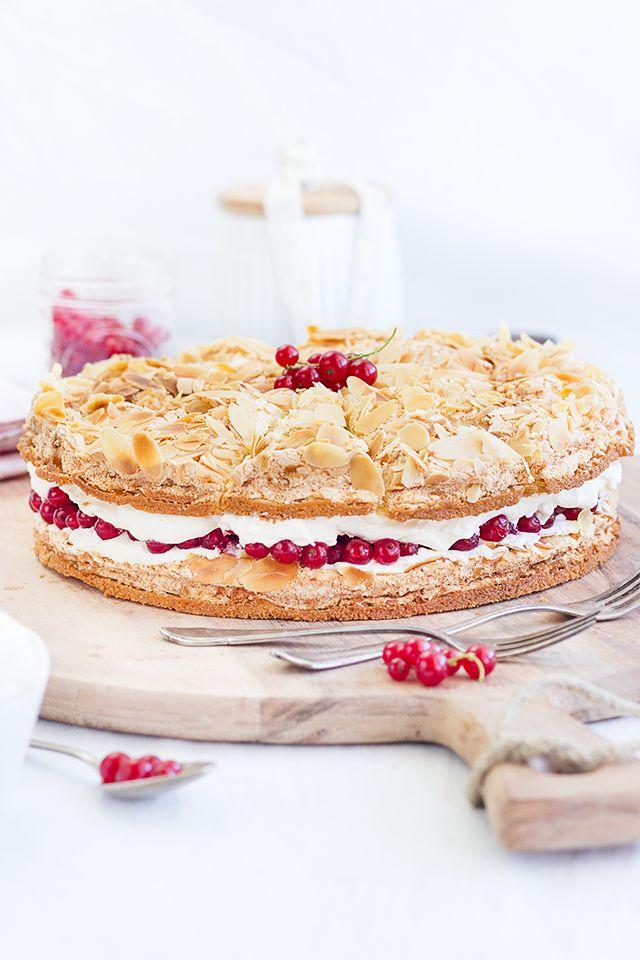 Redcurrant Meringue Cream Cake // Himmelstorte