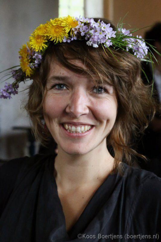 Marike Jager is een vrolijke liedjesschrijfster, met sterke en gevoelige nummers. Ze schrijft over reizen, afscheid nemen, eenzaamheid en over de angst om vergeten te raken. Op 9 mei 2013 gaf zijn een optreden in Oosterwijtwerd met bandlid Henk Jan Heuvelink. Meer foto's: http://boertjens.nl/albums/20130509marikejager
