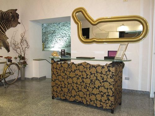 #monza #mirror design by #valentinafontana for #altreforme #limitededition collection #interior #home #decor #homedecor #furniture #aluminium #woweffect #madeinitaly