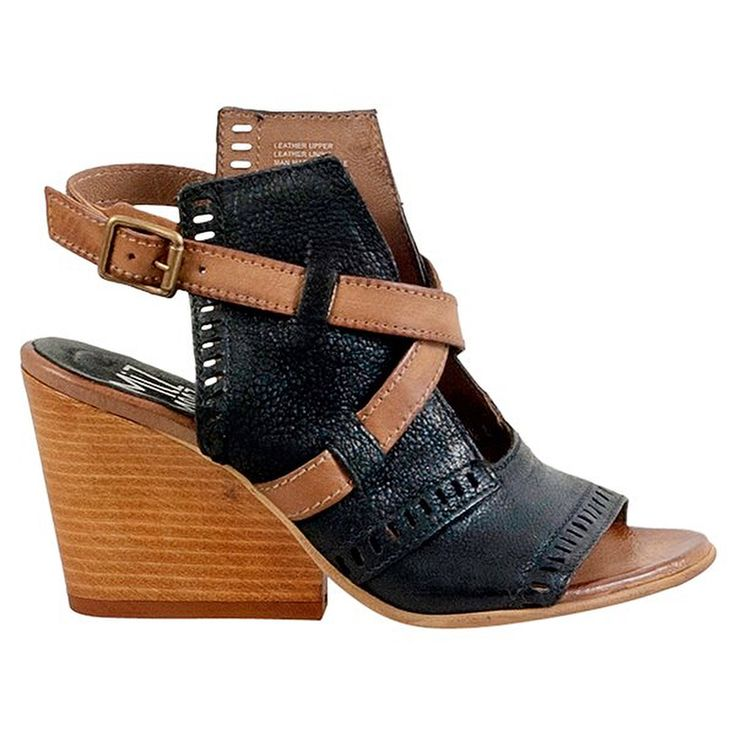 souslelitSome of the most comfortable quality shoes back in stock Sous le Lit! @mizmooz . . . #shoesaddict #shoes #comfy #wedges #leather #mizmooz #shopping #boutique #nyc #instafashion #instagood