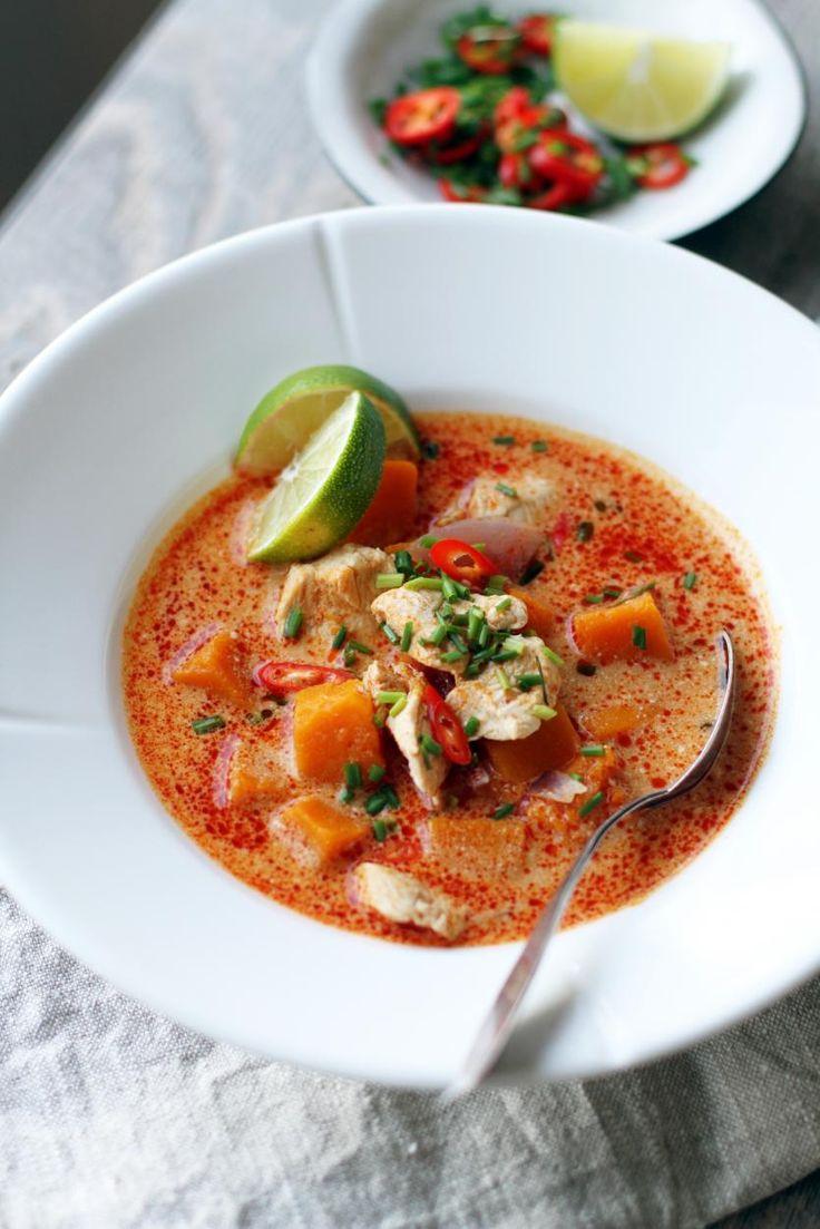 Thaimaalainen kurpitsa-kanakeitto // Thai Chicken & Pumpkin Curry Soup Food & Style Tiina Garvey, Fanni & Kaneli Photo Tiina Garvey www.maku.fi