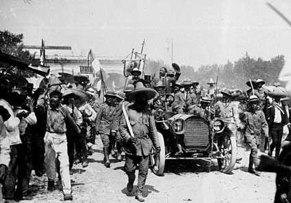 Tus Amigos en México No estás lejos, no estás sólo - Los Ojos de la Revolución: El Archivo Casasola.