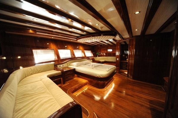 charter a luxury yacht in Turkey