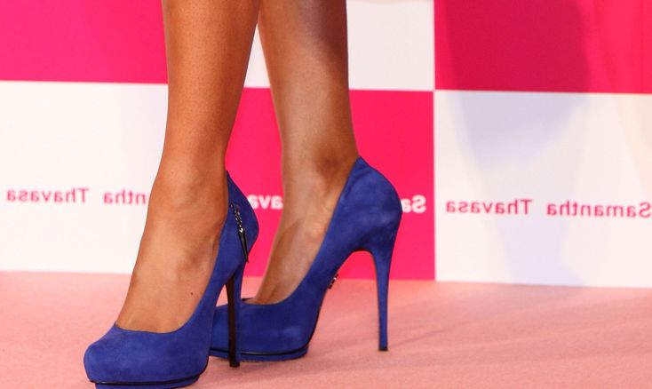 Cómo combinar zapatos azules