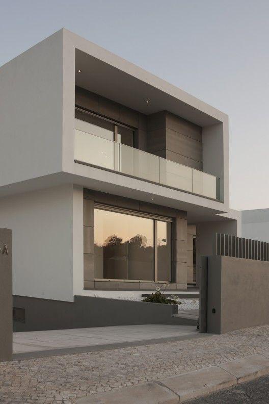 Las 25 mejores ideas sobre fachadas de casas modernas en for Arquitectura moderna casas pequenas