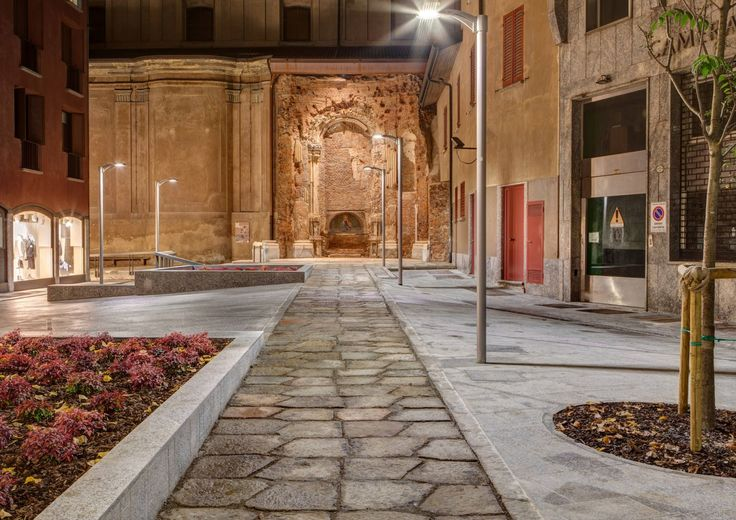 The lighting project for Vicolo Santa Maria alla Porta in Milan near the church erected in Milan in 1652. Product utilised: street lamp Lean,  spotlight Lux