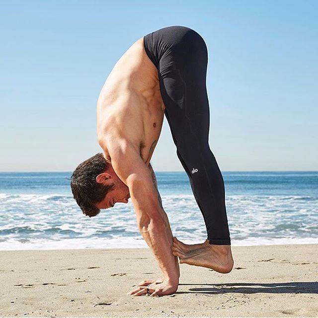 @BryceYoga in the Alo Yoga Men's Warrior Compression Pant #yoga #yogainspirtation