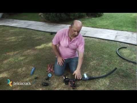 Hazlo en casa Mar 9 Abr Como hacer un sistema de riego re-utilizando botellas de PET - YouTube