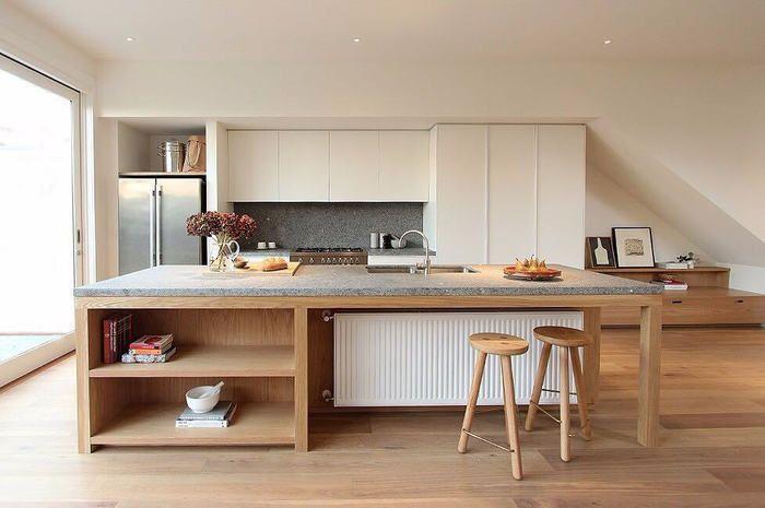 オープンなタイプのキッチンで、とても存在感がありますね。アイランドキッチンを囲んで、家族と話しながら料理を作る・・・憧れのシチュエーションです。
