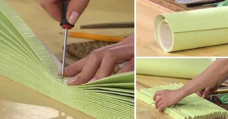 Jaluzelele din hârtie sunt o idee excelentă pentru cei care sunt indeciși dacă să pună draperii sau perdele fine. De asemenea, acestea sunt un element de decor care este o salvare pentru plantele de interior de pe pervaz. Dacă aveți bucăți de tapete acasă pe care nu le mai folosiți, atunci puteți crea aceste jaluzele neobișnuite. Orice culoare și textură se potrivește. Jaluzele confecționate manual Aveți nevoie tapete riglă șnur sau ață mai groasă sulă chibrituri brichetă bandă cu arici de…