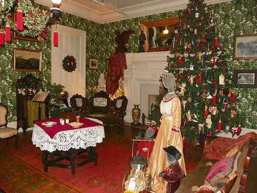 78 best images about christmas victorian style on pinterest mansions christmas trees and. Black Bedroom Furniture Sets. Home Design Ideas