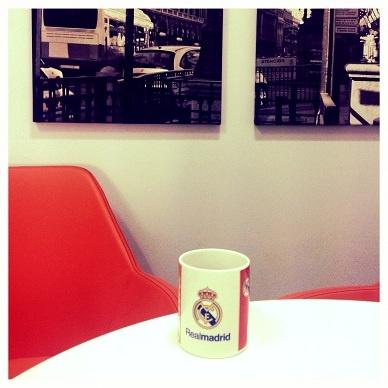 Kubkowy zawrót głowy!  Justyna – jej piłkarską miłością jest Real Madryt. Kawa w tym kubku podobno smakuje najlepiej.
