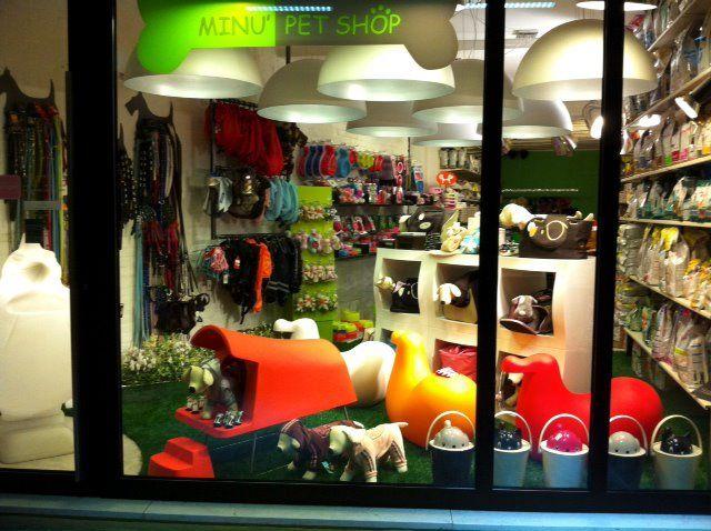 Le vetrine Minù Pet Shop con i prodotti Magis Design.