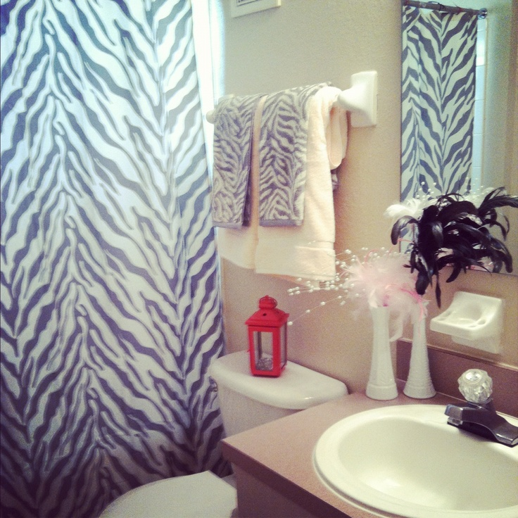 My new college apartment bathroom! :) to my future roommate.what do you think lol