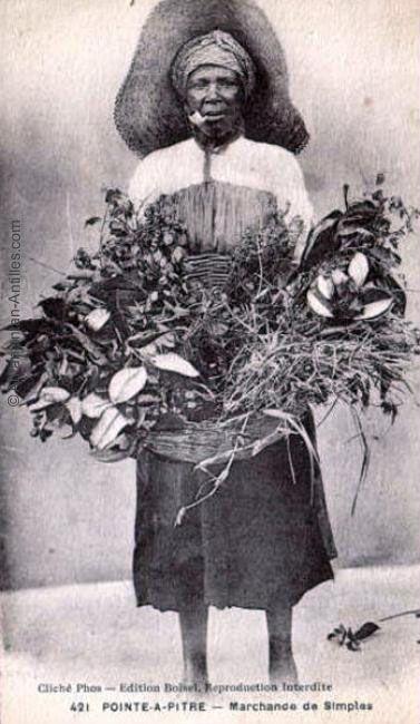 Marchande de d'herbes médicinales.  Her Merchandise is Organic Herbal Médicinales.