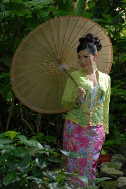 Nonya kebaya, the dress of Peranakan women in Singapore