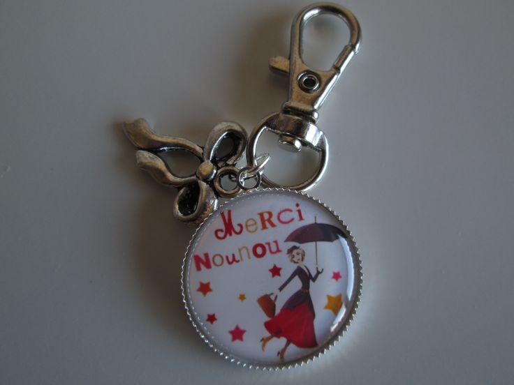 """Porte-clés """"merci nounou"""" avec breloque nœud. 7.00 euros.  A retrouver sur ma page facebook : https://www.facebook.com/Les-Bobinettes-1699438450336617/ Ou sur la boutique a little market : https://www.alittlemarket.com/boutique/les_bobinettes-2737221.html"""