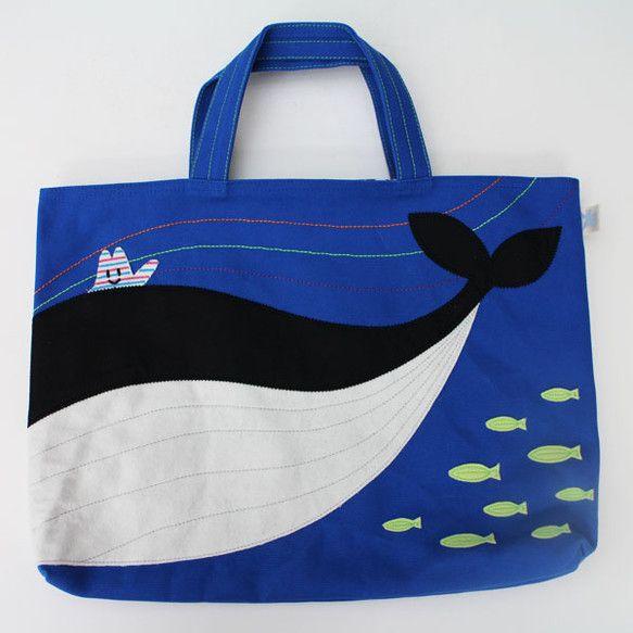 大きくて広い海をクジラに乗って冒険してみたい!と言う好奇心いっぱいのジマジマくんの願いがレッスンバッグになりました!素材:8号帆布他サイズ:W40cm&tim...|ハンドメイド、手作り、手仕事品の通販・販売・購入ならCreema。