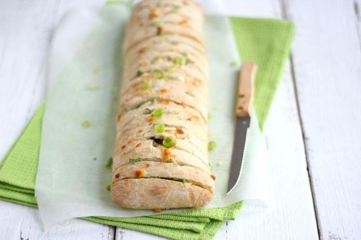 Dit snackbrood is heel erg lekker, simpel en ook nog eens redelijk snel te bereiden!