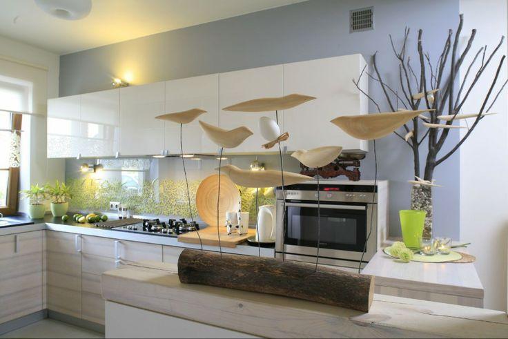 Biała nowoczesna kuchnia z meblami na wysoki połysk Fot   -> Tapeta Samoprzylepna Kuchnia